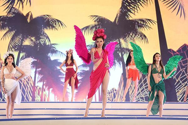 """Sầm Sơn """"thất thủ"""" với hơn 20 ngàn người dự Lễ hội du lịch biển 2018"""