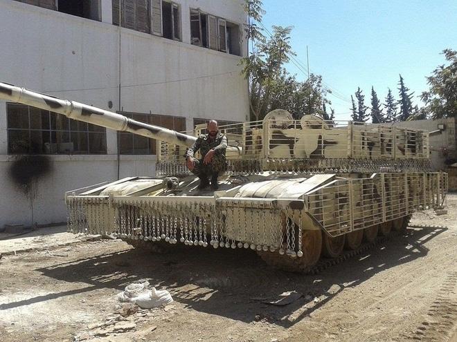 Đại tá xe tăng VN: Đừng có chê hình thù kỳ dị như 'lồng gà' của tăng T-72 Syria