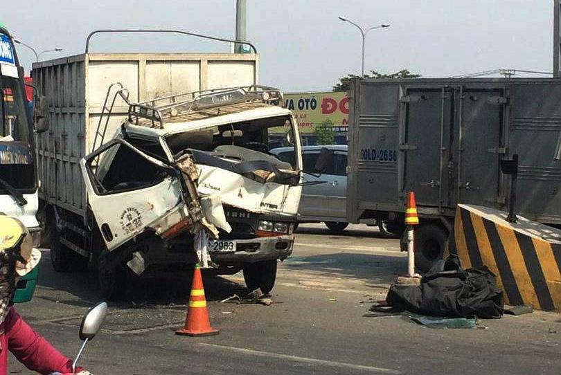 Vụ tai nạn liên hoàn ở trạm thu phí cầu Đồng Nai