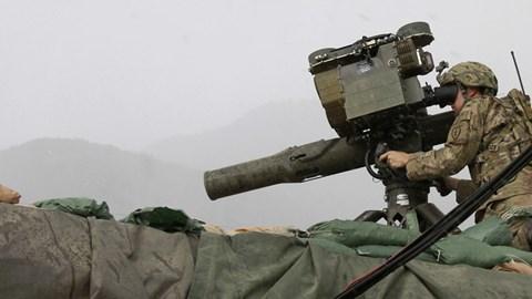 Video: Xem tên lửa chống tăng Tow của Mỹ 'lẩn trốn' trong kho khủng bố Syria
