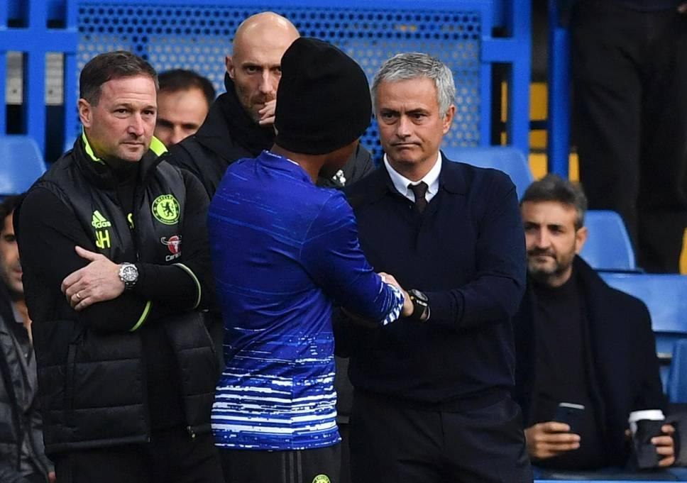Chưa đến chung kết FA Cup, cầu thủ Chelsea đã tìm đường tháo chạy sang Man United