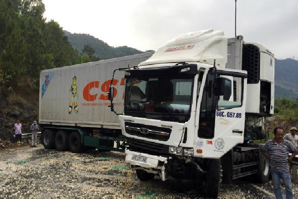 Tai nạn liên hoàn gây ách tắc đường vào hầm Hải Vân